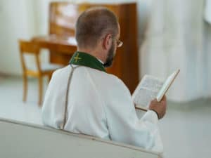 Pastor Worshipping